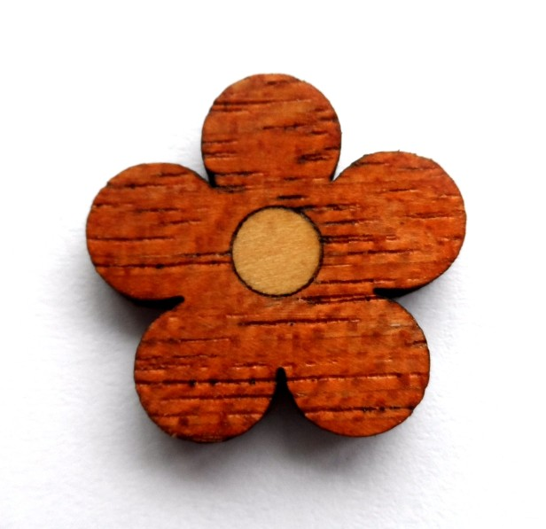 Finished laser-cut marquetry flower. (I should have taken more care to make sure the two grains followed the same direction though...)